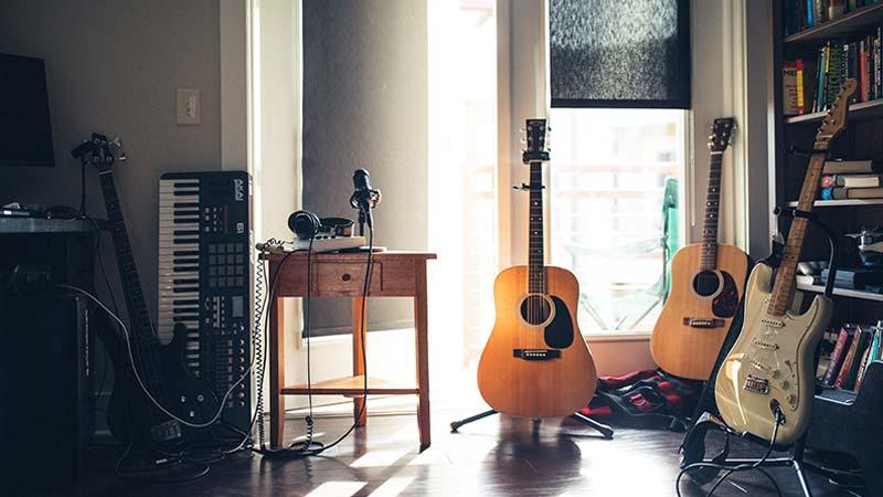 כלי נגינה - טיפול במוזיקה