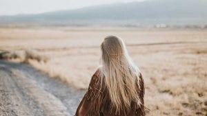 אישה בשדה - חרדות אצל ילדים